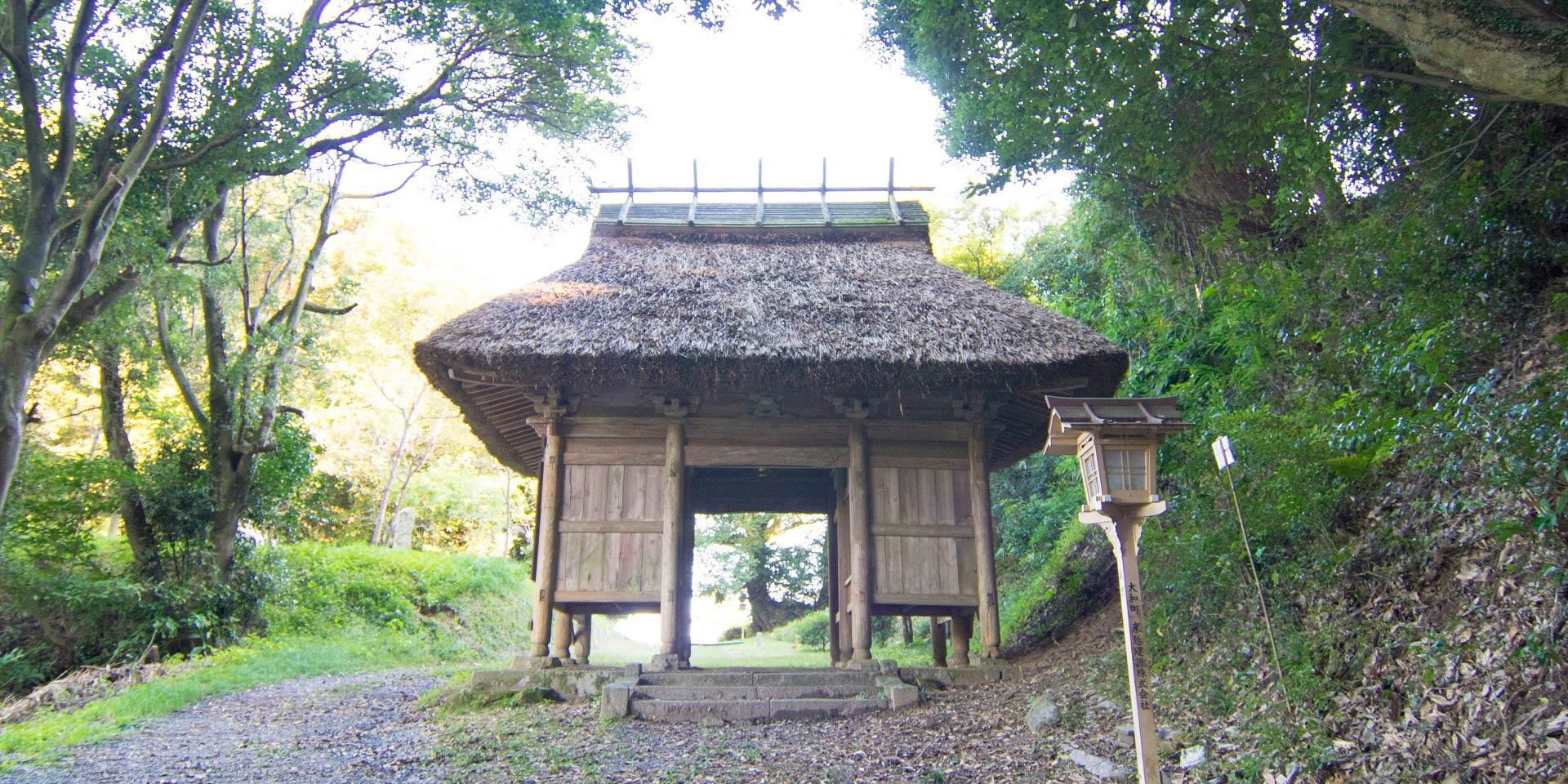 石城山 神護寺仁王門(随身門)