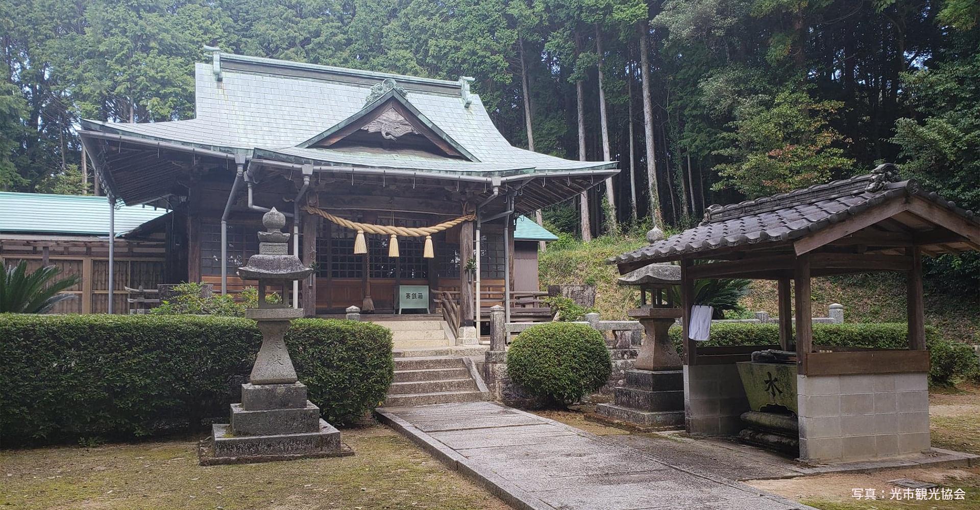 画像:束荷神社